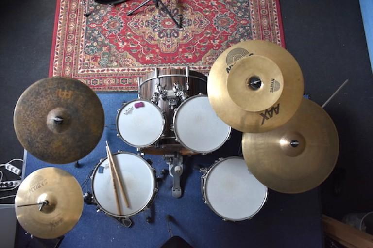 Schlagzeug aufbauen
